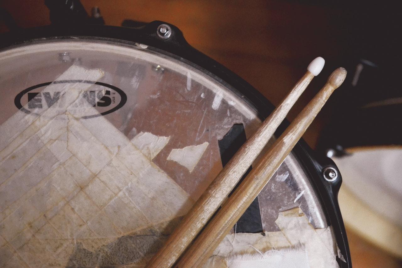 Trumpinnar på trumma
